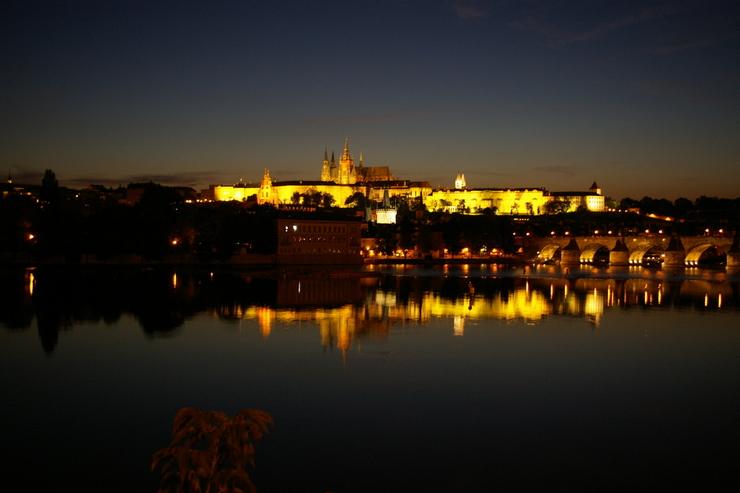 the prague castil night view